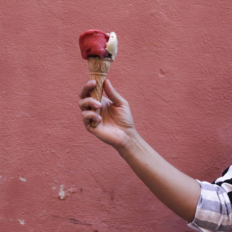 Manuela regge con gelato